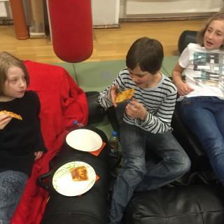 Filmabend mit Pizzaessen